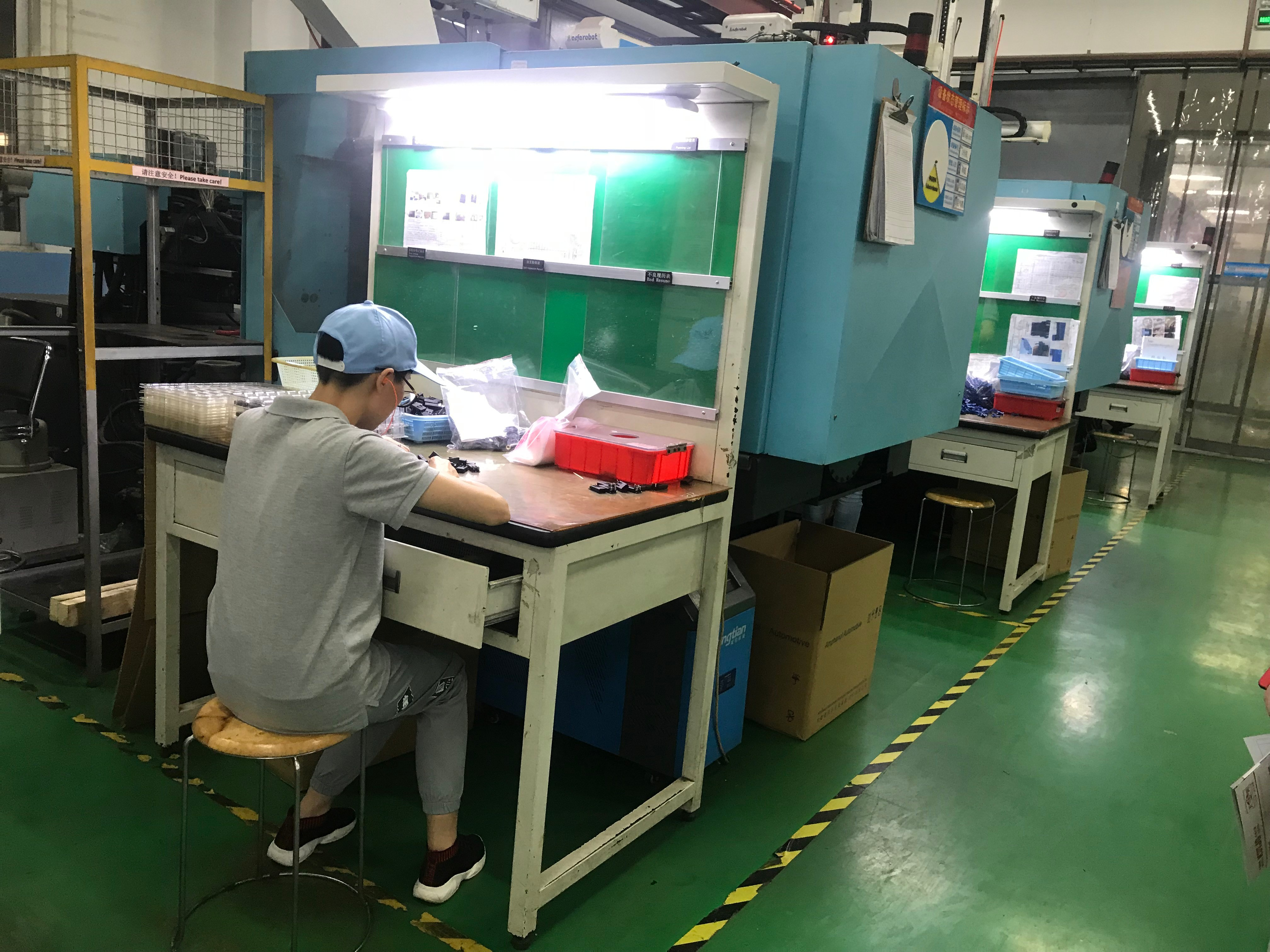工厂钳工作台